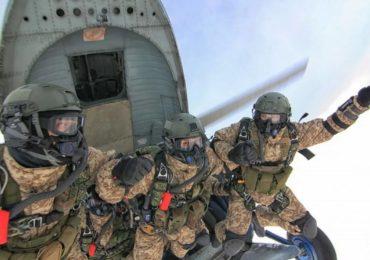 Путину представили новейшие парашюты для российского спецназа